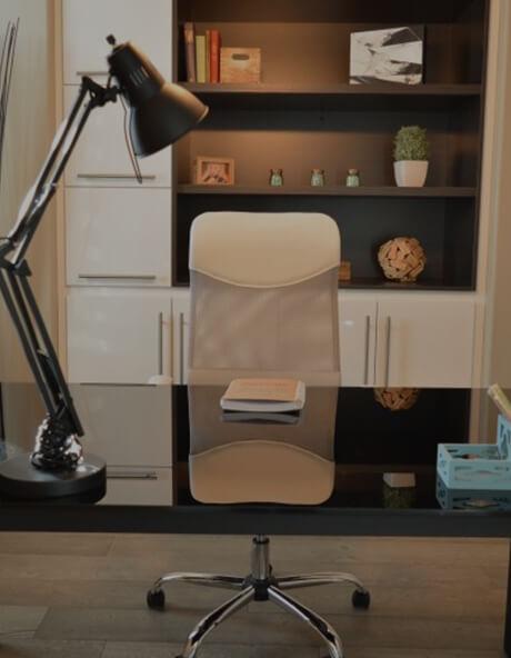 chaise vide d'un bureau