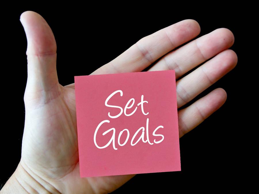 un post-it sur lequel il est écrit set goals